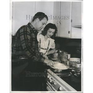1943 Press Photo Baritone Barry Wood Singing Star NBC