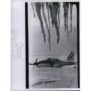 1971 Press Photo Airplane at Lakefront Airport