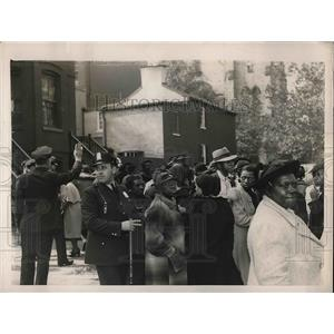 1938 Press Photo Mobs of Women Seeking Char Jobs in Washington, D. C.