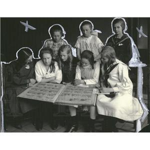 1921 Press Photo Girls Young Writers Club Newspaper