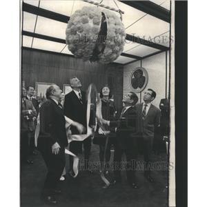 1972 Press Photo Opening Kusudama Japan Air Lines Opens - RRS69693