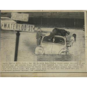 1926 Press Photo Glub Bug Young Women Car Road Rapid - RRS04431
