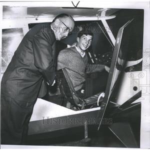 1965 Press Photo Dr. Otis McKinley & Son Ray Fly Plane - RRS31855