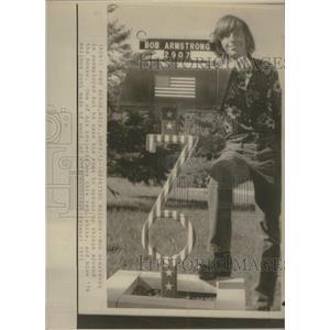 1975 Press Photo Spirited Mailbox Bob Armstrong House - RRS33845