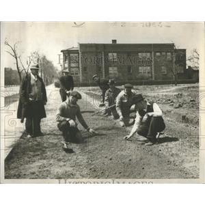 1939 Press Photo Men working - RRS89467