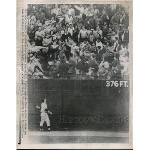 1956 Press Photo Pirates Bill Virdon Watches Duke Snider's Home Run in Stands