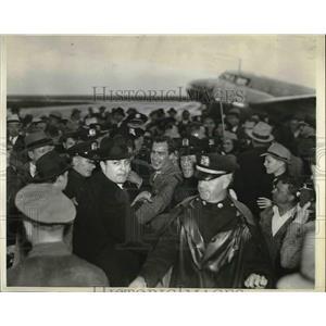 1927 Press Photo Co Pilot Jack Lambie Leaving London Express