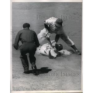 1952 Press Photo Randy Davis Outfielder Pirates Safe At 2nd Eddie Miksis Cubs