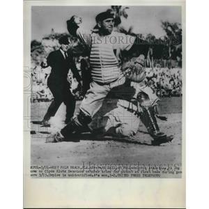 1952 Press Photo Everett Kell of Athletics is Out, Clyde Klutz of Senators
