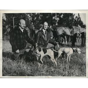 "1938 Press Photo Raymond Hoagland & T. W. Shore with ""Mable Doone"" & Zeb Doone"""