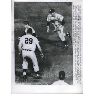 1960 Press Photo Oriole Albie Pearson out vs Tigers Milt Belling, Steve Bilko