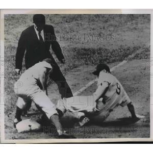 1952 Press Photo Cubs Hank Sauer out at 3rd vs Dodger Billy Cox, ump B Pinelli