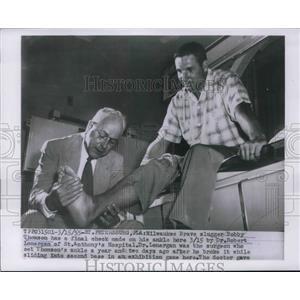 1955 Press Photo Milwaukee Brave Bobby Thomson & Dr Rbt Lonergan a St Anthony's