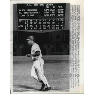 1971 Press Photo Alex Johnson suspended by California Angel Manager Dick Walsh