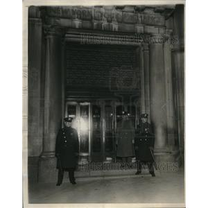 1930 Press Photo Police Guard New York Stock Exchange from May Day Outrage