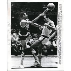 1970 Press Photo George Wilson 76ers Bob Boozer Supersonics NBA Basketball Game
