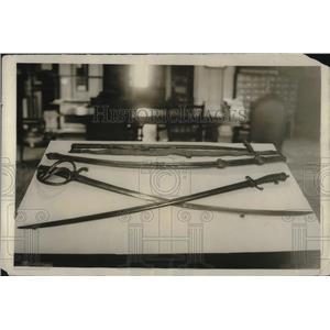 1922 Press Photo Senator Lodge Introduces Bill To Put Historic Personal Weapons