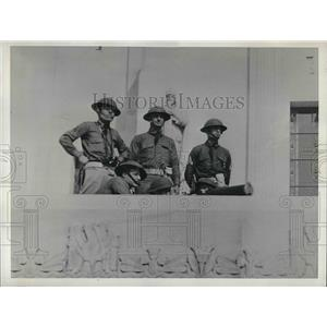 1935 Press Photo Members of the Indiana National Guardsmen manning their post