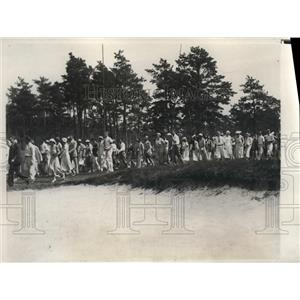 1932 Press Photo Gallery of Onlookers at Oyster Harbor Four Ball Matches