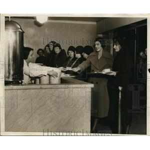 1932 Press Photo Salvation Army Providing Ten Cent All You Can Eat Meals