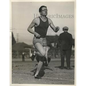 1927 Press Photo Southern California Runner Chelsey Unruh Makes 4:21.3 Mile