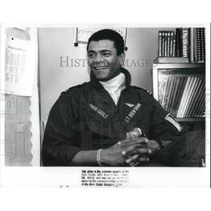 1989 Press Photo Navy pilot Lt. Drew T Brown III visits Warrensville High School