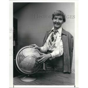 1987 Press Photo Mrs. Ecky Broad as Amelia Earhart - cva03139