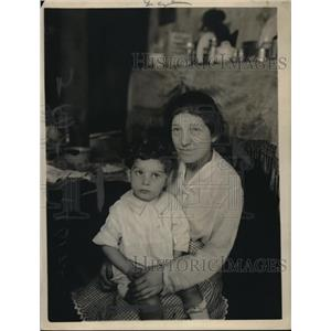 1918 Press Photo Mrs. Ernie Coyle and 2-year-old baby Coyle - nex13664