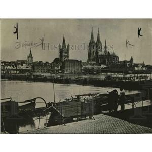 1918 Press Photo Cologne Germany scene along the river banks