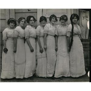 1914 Press Photo Girls In Graduating Dresses All Lined Up In self made gowns