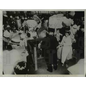 1934 Press Photo Korean Refugees Flood Fuban Station
