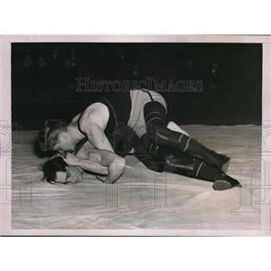 1937 Press Photo Wrrestler Allman of U of Pa vs Princetons AY Roshay - nes21459