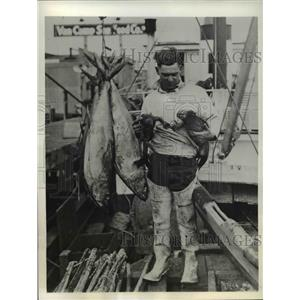 1933 Vintage Photo San Diego Shasta Boat Tuna Man with Large Catch