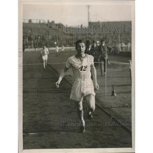 1929 Press Photo JE Robins wins 1 mile in record 4 min 31 seconds - nes22380