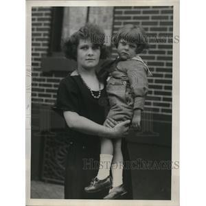 1912 Press Photo Mrs.Bernard Black and son she reclaimed at Ellis Island