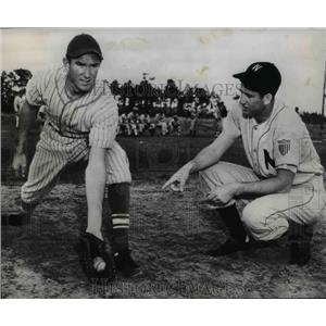 1948 Press Photo Mickey Vernon of the Washington Senators and Billy R. Stone