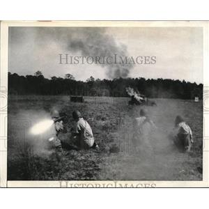 1943 Press Photo Paratroopers & flame throwers at Ft Benning, Ga