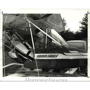 1987 Press Photo Pilot and Chief engineer, Tom Pratt of Parker Hanniein Aircraft