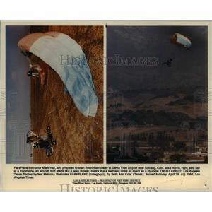 1991 Press Photo Paraplane instructor Mark Hall prepares to start at Santa Ynez