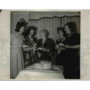 1938 Press Photo of Society women at the 17th annual Womens National Exposition.