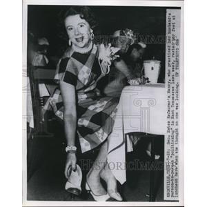 1954 Press Photo Sen. Estes Kegauver's, Nancy at luncheon in Knoxville, Tenn.