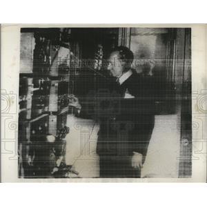 1931 Press Photo Inventor Marcon tests Vatican City Radio Station