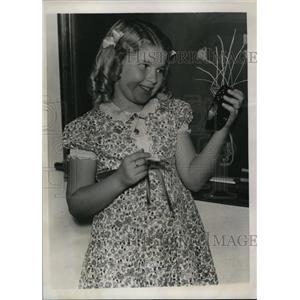 1939 Press Photo Janice Hood Holding Light Meter in Los Angeles California
