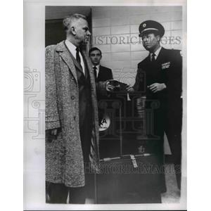 1969 Press Photo Richard Becsher, LaMar Owens skycap & Roy McDaniel - nee06627
