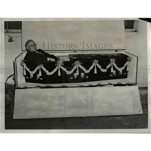 1939 Press Photo of Charles A. Lapworth who built his own coffin. - nee12224