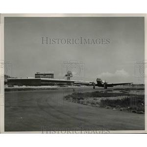 1952 Press Photo The Balbuena Airport with a plane ready to takeoff - nee16367