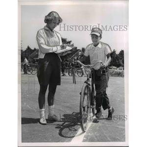 1960 Press Photo Bike Brigade Rita Jensky & Frank Megoch - nee24026
