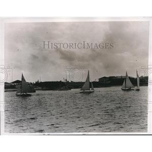 1935 Press Photo Nassau Bahamas British Colonial Regatta Cliffor Mallory leads