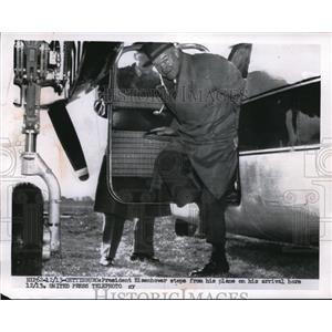 1955 Press Photo President Dwight D. Eisenhower Arrives Aboard Plane, Gettysburg