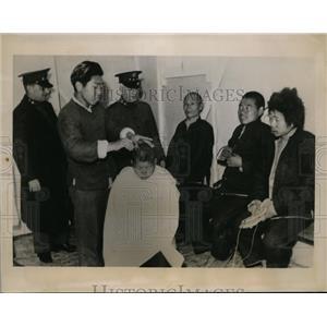 1941 Photo beggar children receive haircuts Sanghai Salvation Army